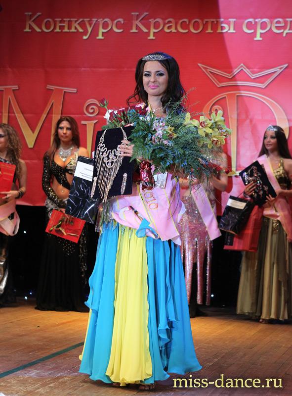 Мисс мира 2010 танцует стриптиз